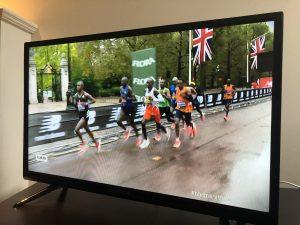レースのテレビ中継の様子(BBC)